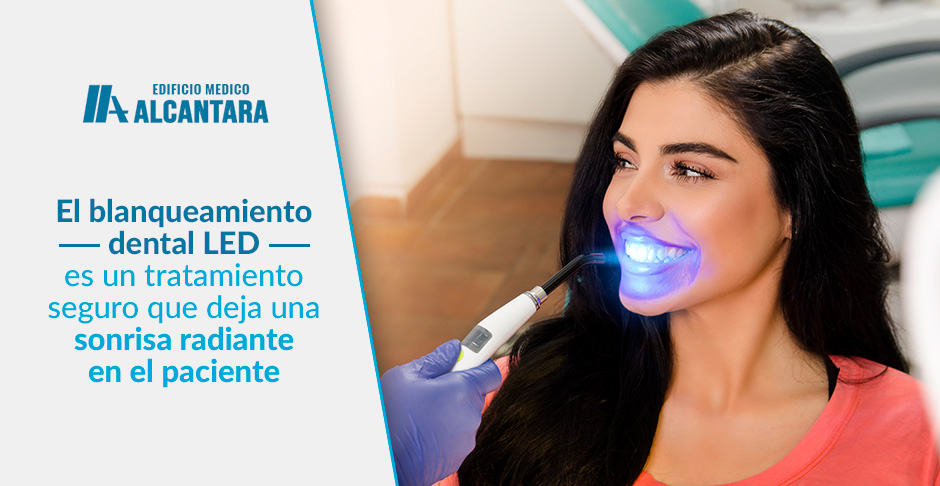 Blanqueamiento Dental LED Mujer con Sonrisa Perfecta